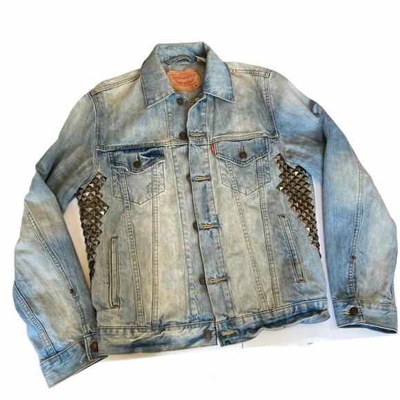 Levi's Light Wash Studded Jean Jacket Size Medium